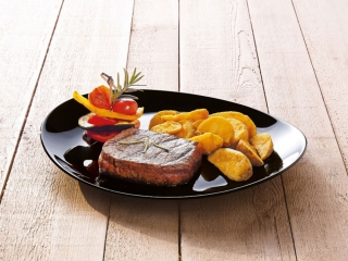 Plytký tanier Steak Friends Time Black 30 x 26 cm LUMINARC